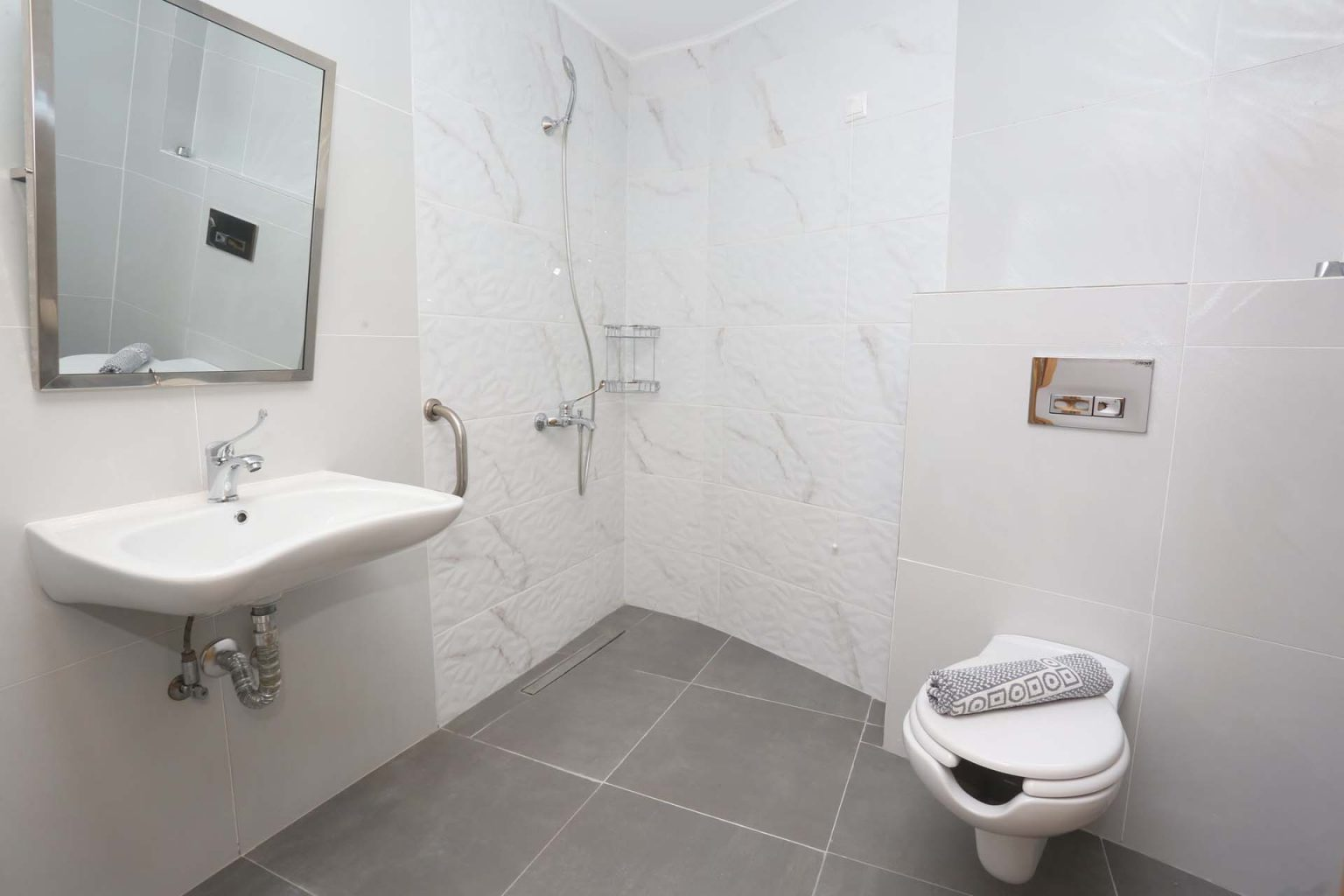 Superior Double (Twin Beds) bathroom